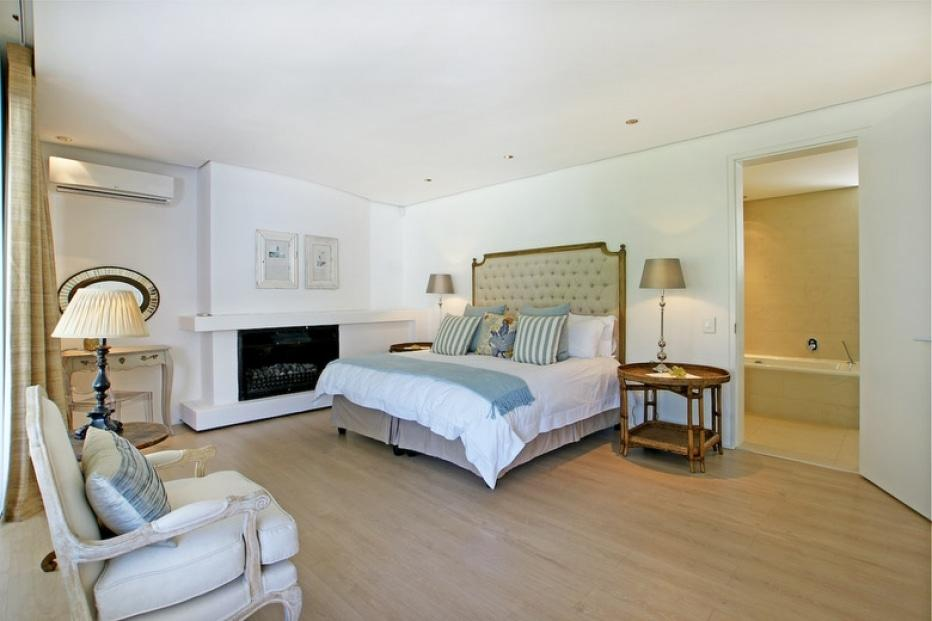 Silvertree - Master bedroom