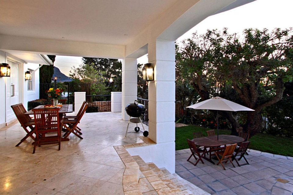 Villa Blanca - Ground floor patio & garden