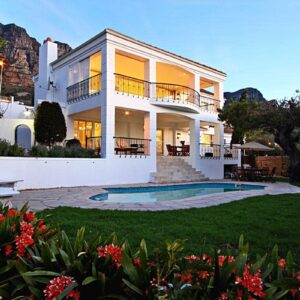 Villa Blanca - House from garden