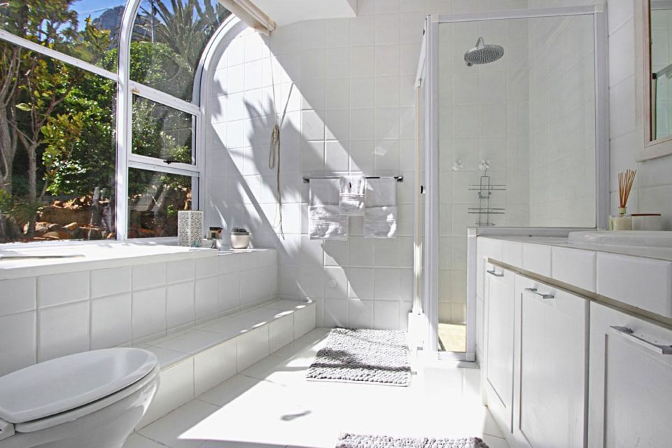 Villa Blanca - Master Bedroom En-suite Bathroom