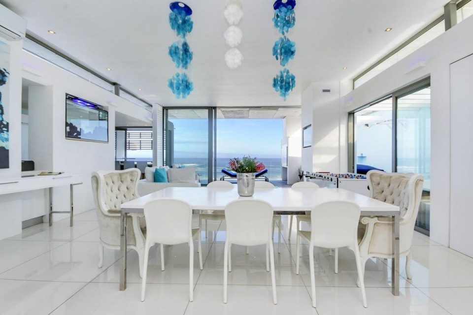 15 Views Penthouse - Dining area