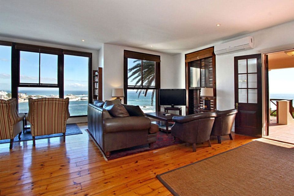 Camps Bay Terrace Lodge - Living area & TV