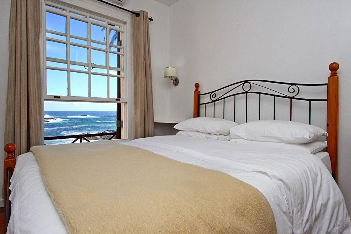Camps bay terrace palm suite holiday apartment in camps bay Master bedroom with terrace