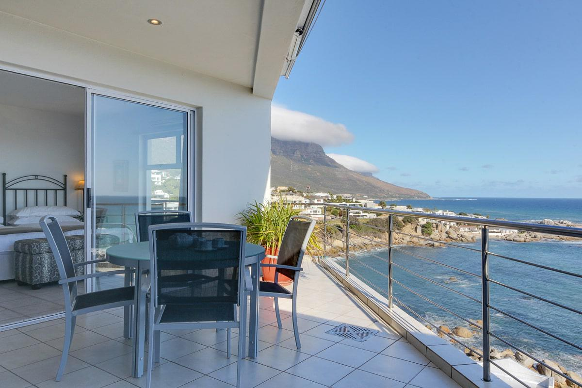 Camps bay terrace penthouse holiday apartment in camps bay for Terrace balcony