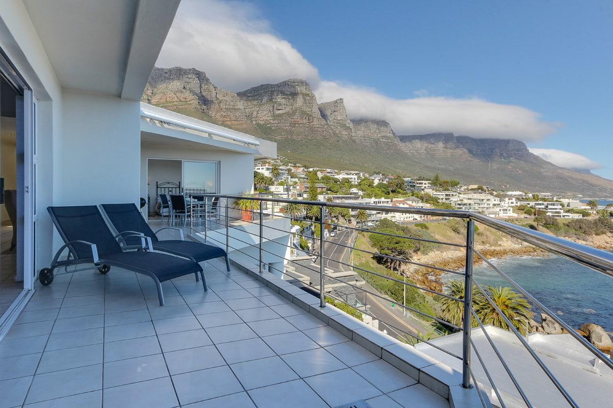 Camps bay terrace penthouse holiday apartment in camps bay for Balcony terrace
