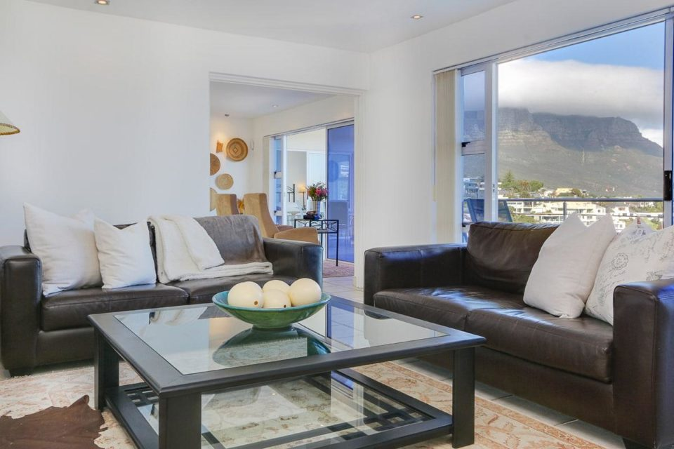 Camps Bay Terrace Penthouse - Living area & mountain view