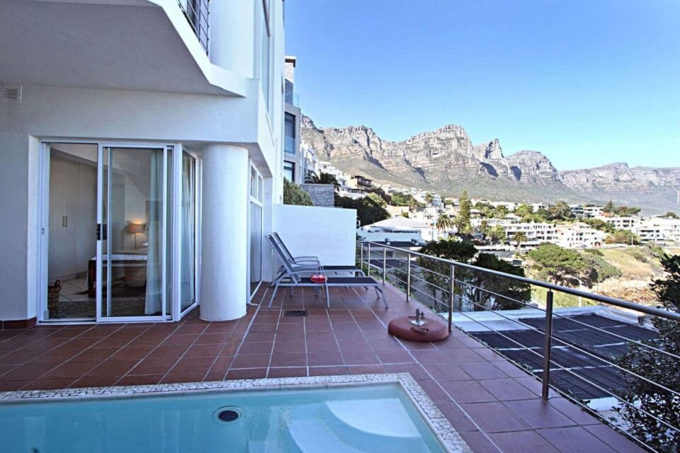 Camps Bay Terrace Suite - Balcony & mountain view