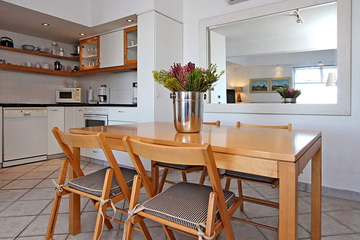 Camps bay terrace suite holiday apartment in camps bay for Terrace kitchen diner
