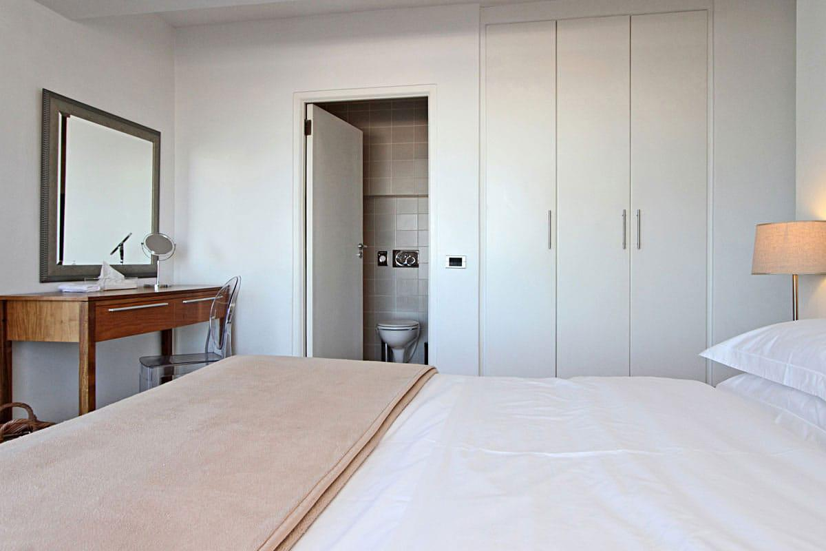 Camps bay terrace suite holiday apartment in camps bay Master bedroom with terrace