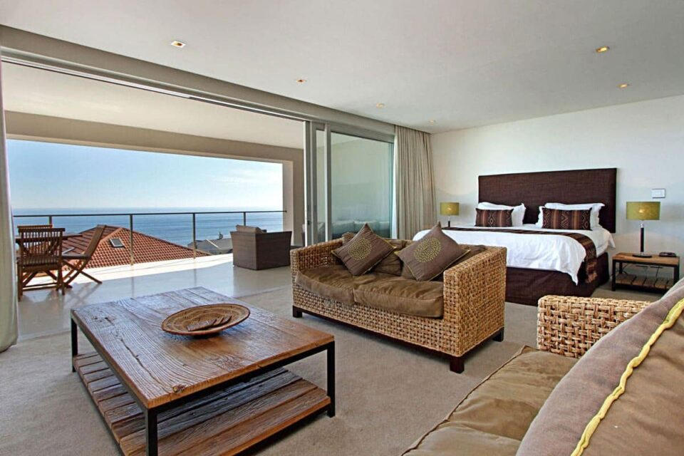 Cape Blue - Master bedroom & Balcony