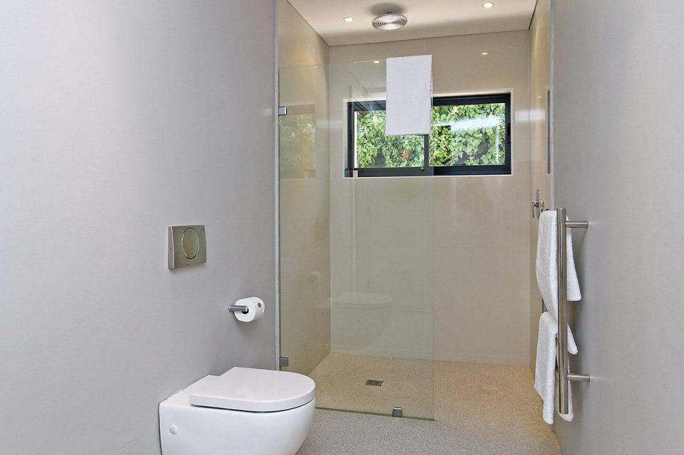 Casablanca - Second Bedroom En-suite Bathroom