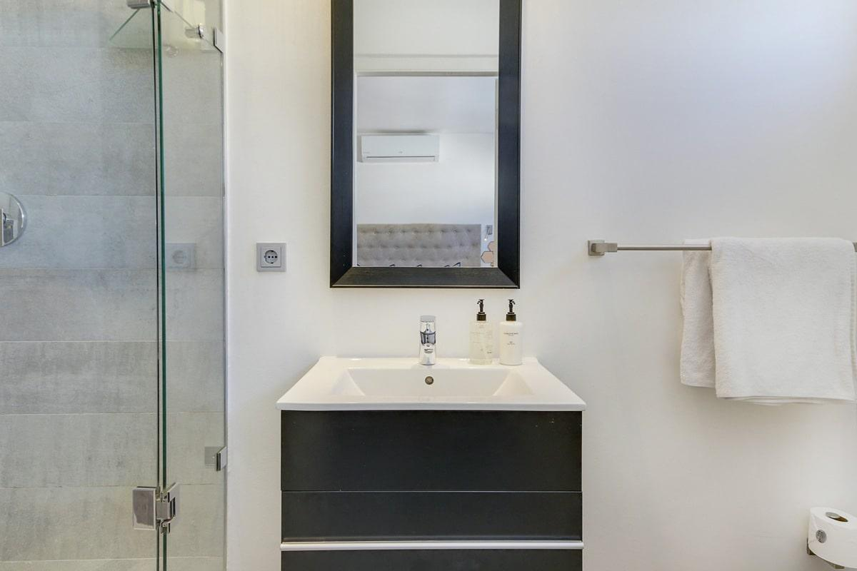 Modoco Holiday Apartment In Camps Bay