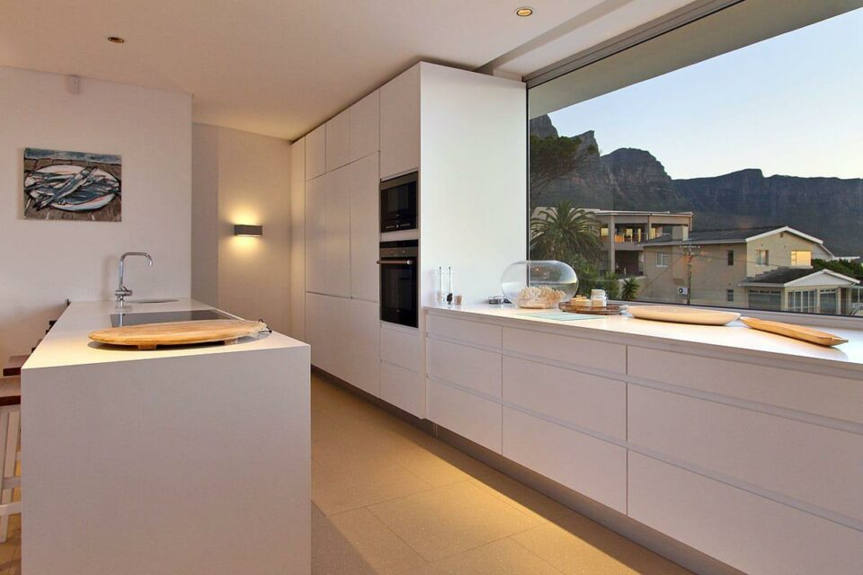 Silvertree - Kitchen Mountain View