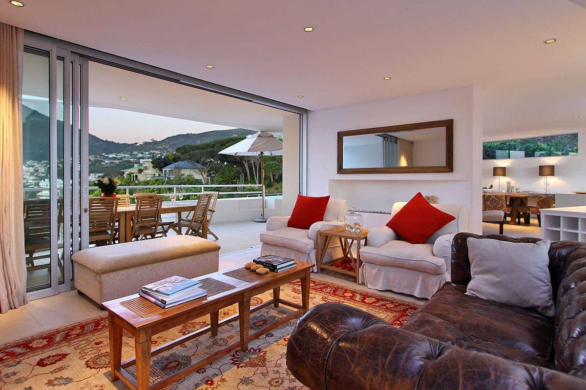 Silvertree holiday villa in camps bay for Terrace lounge