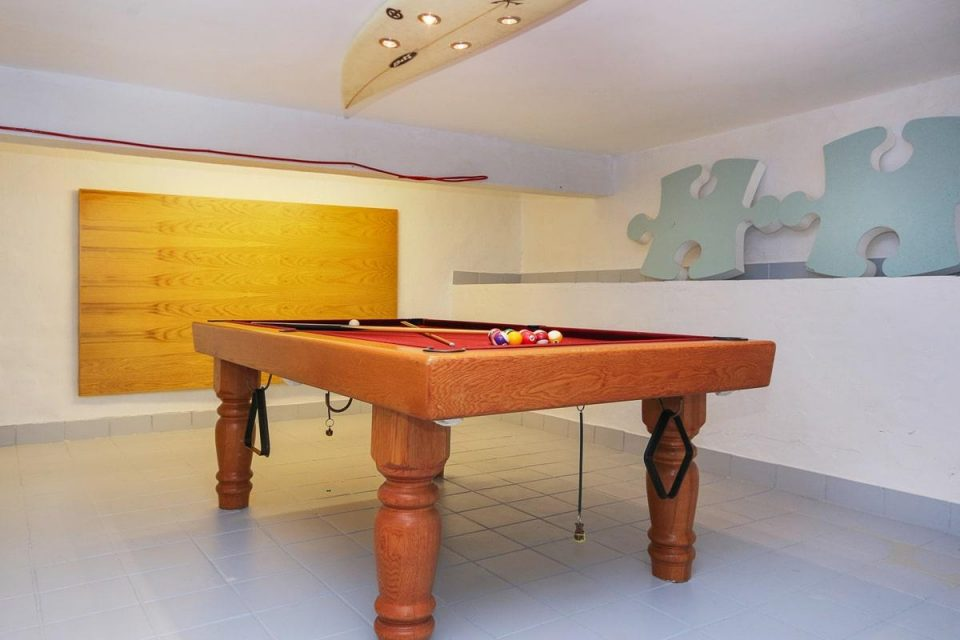 Copacabana - Pool Table