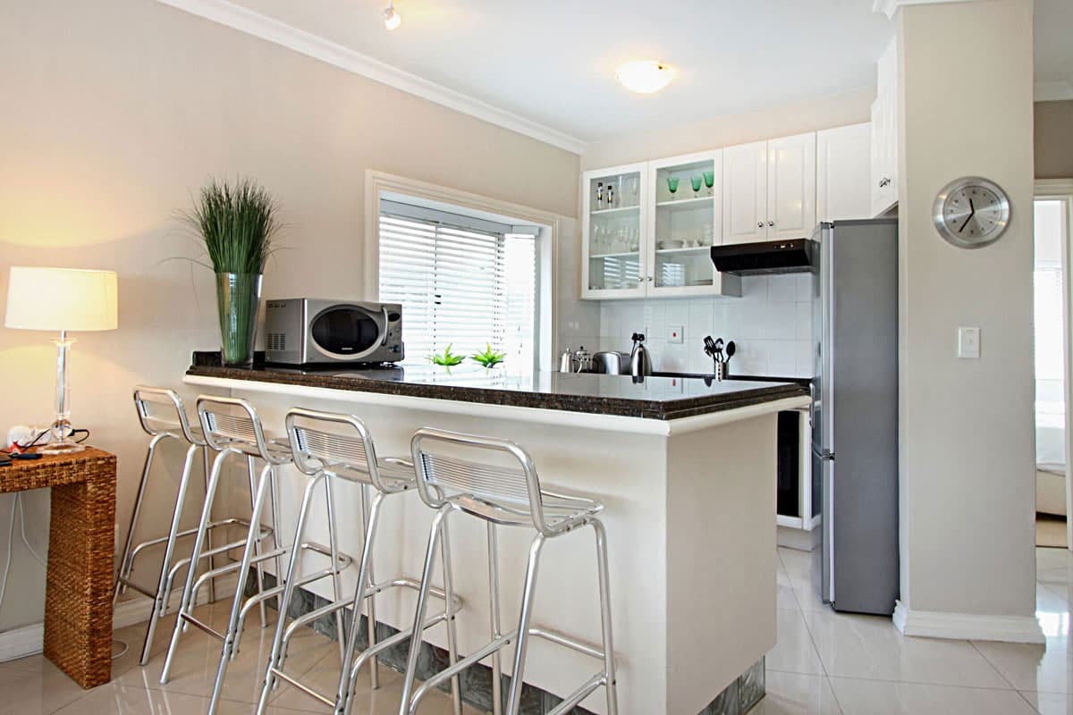 La fleur holiday apartment in camps bay for Kitchen stools cape town