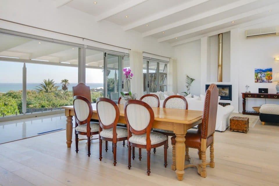 Allure - Dining area & view