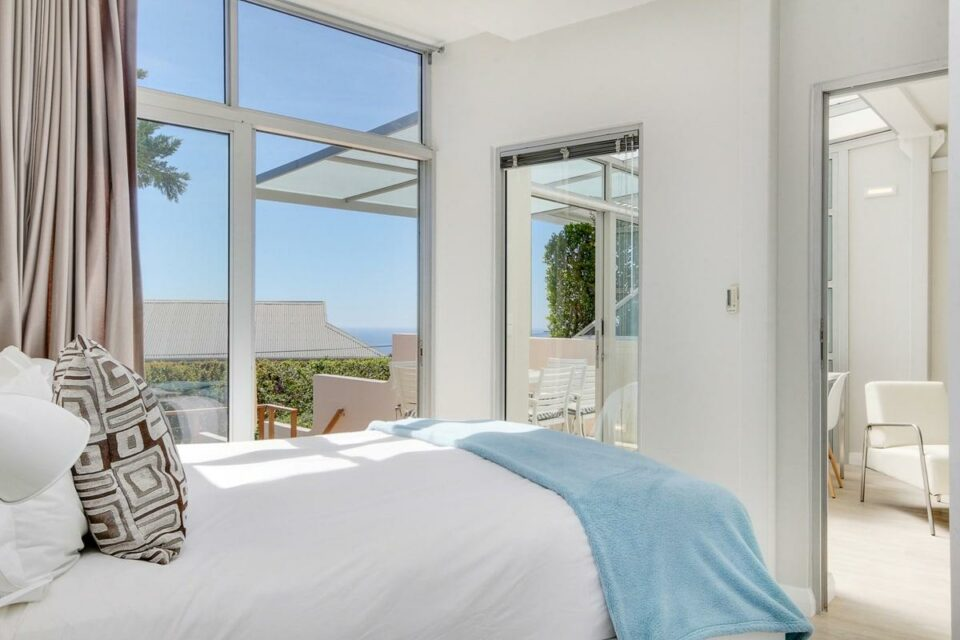 Sea Escape - Master bedroom bedroom & Views