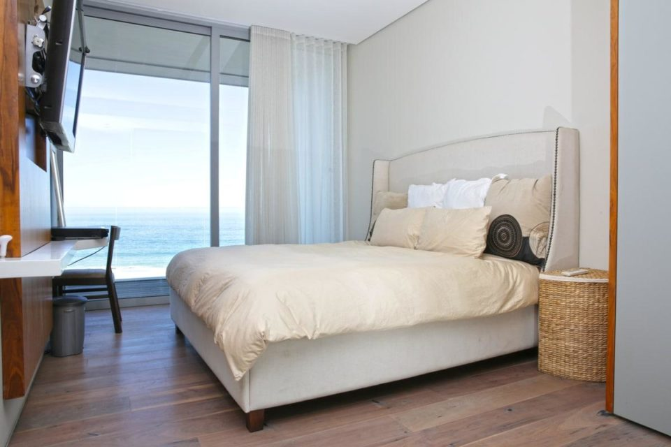 Camps Bay Beach - Master bedroom