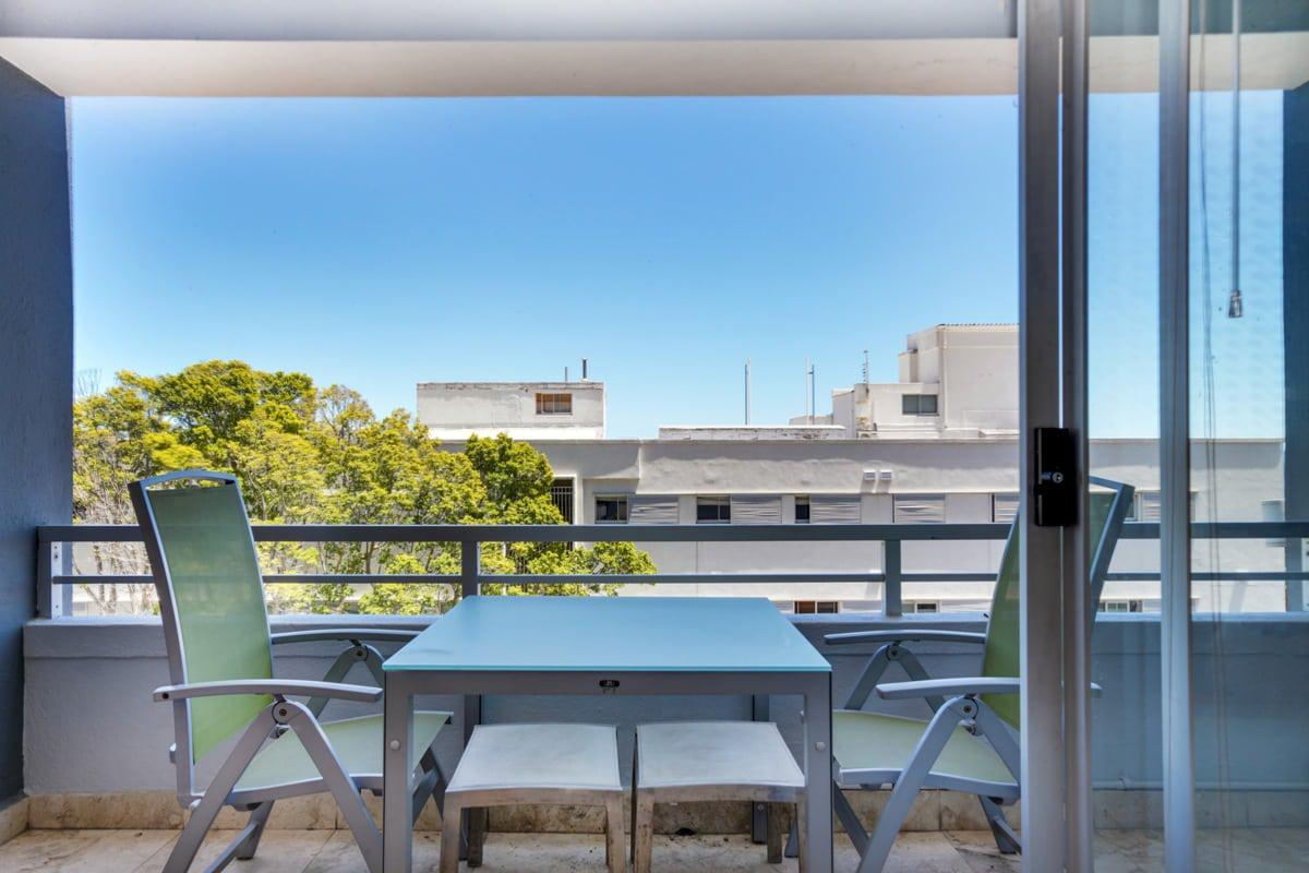 First beach holiday apartment in clifton for Balcony seating