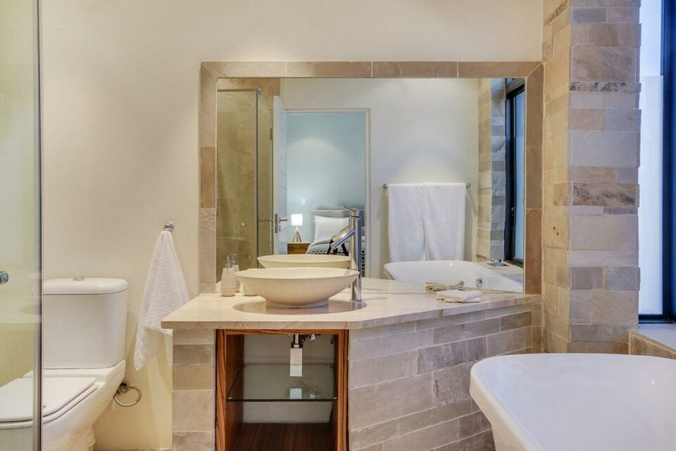 Harrier Place - Ensuite Bathroom
