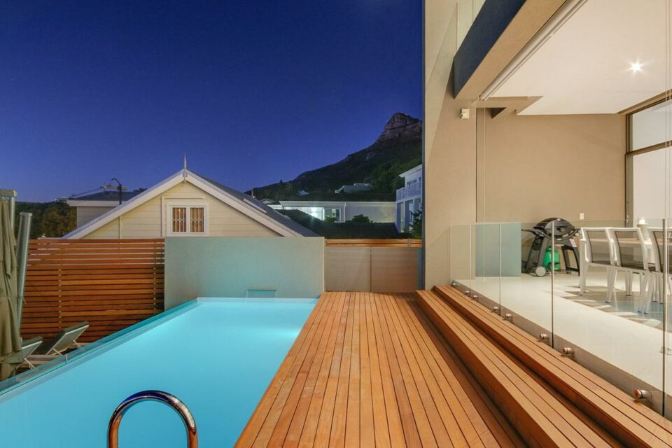 Harrier Place - Pool with Mountain View