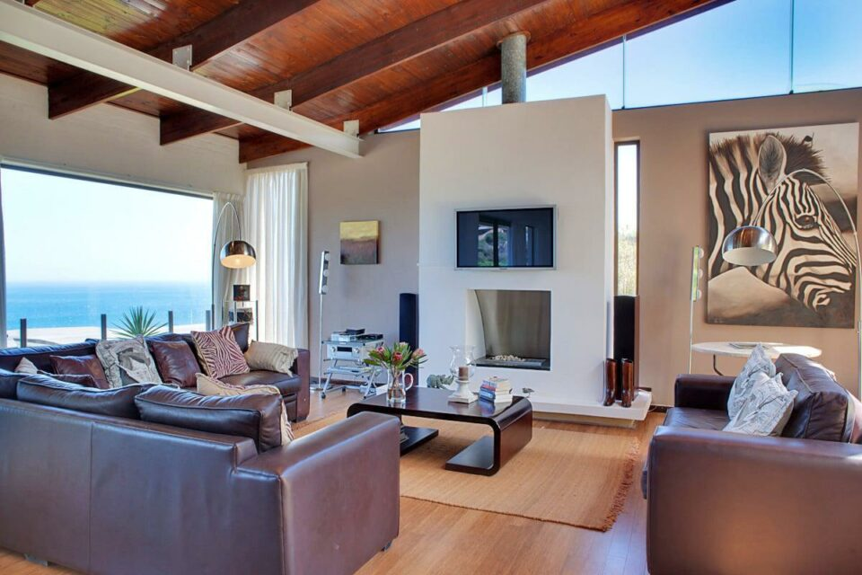 Oudekraal Lodge - Living & TV area