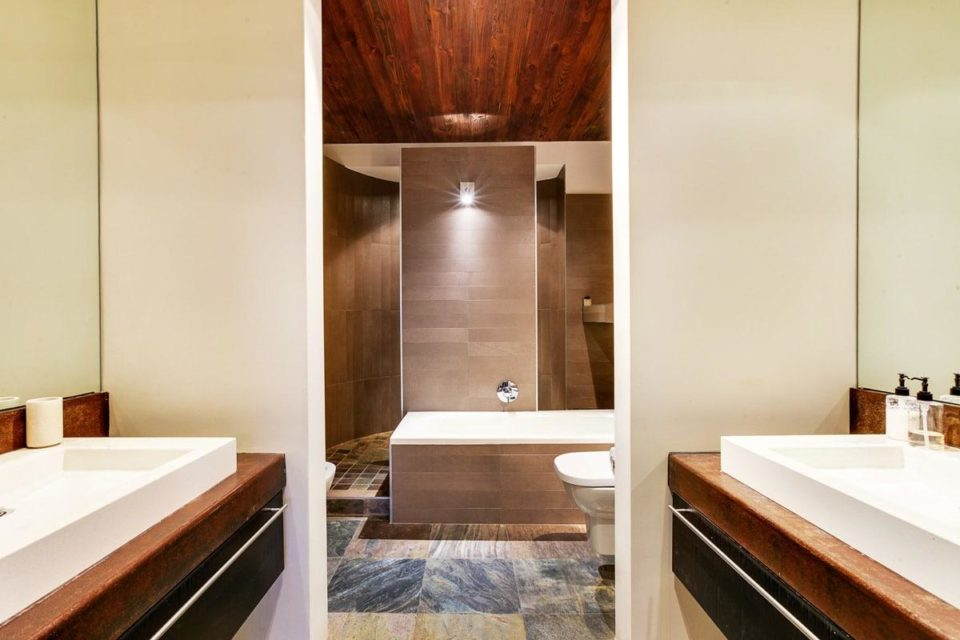 Rhine Stone - En-suite to master