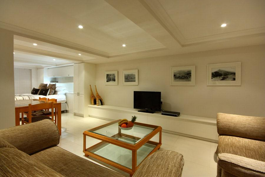Six Selbourne - Living area & TV