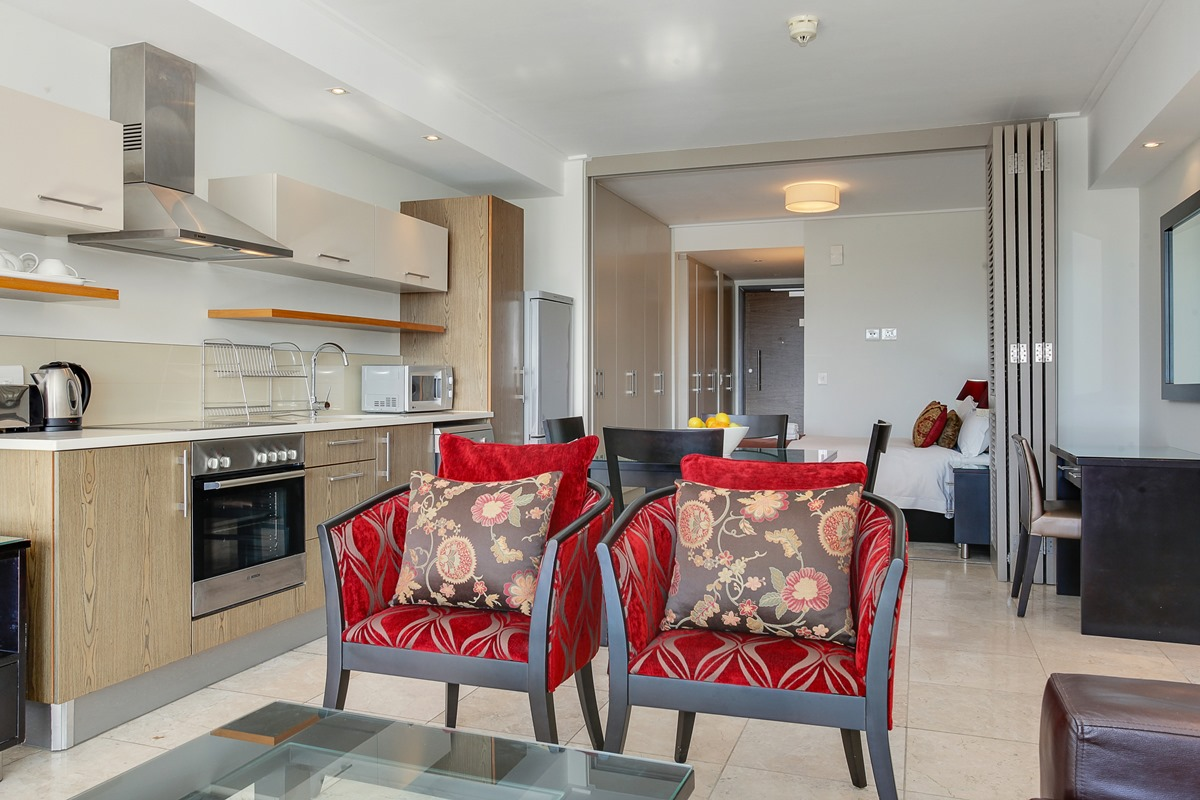 Canal quays 205 holiday apartment in cape town 39 s city centre for Living room n kitchen