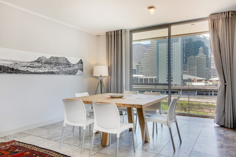 Harbour Bridge 417 - Dining area