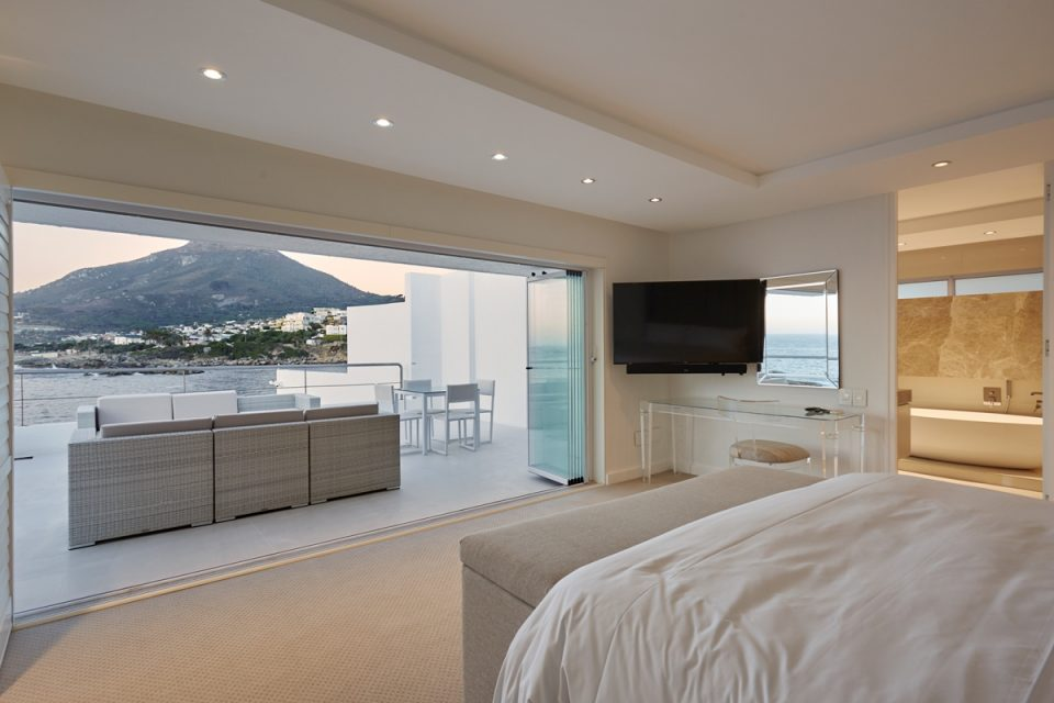 Beta Beach - Master bedroom & Views