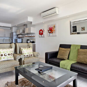 Canal Quays 505 - Living area