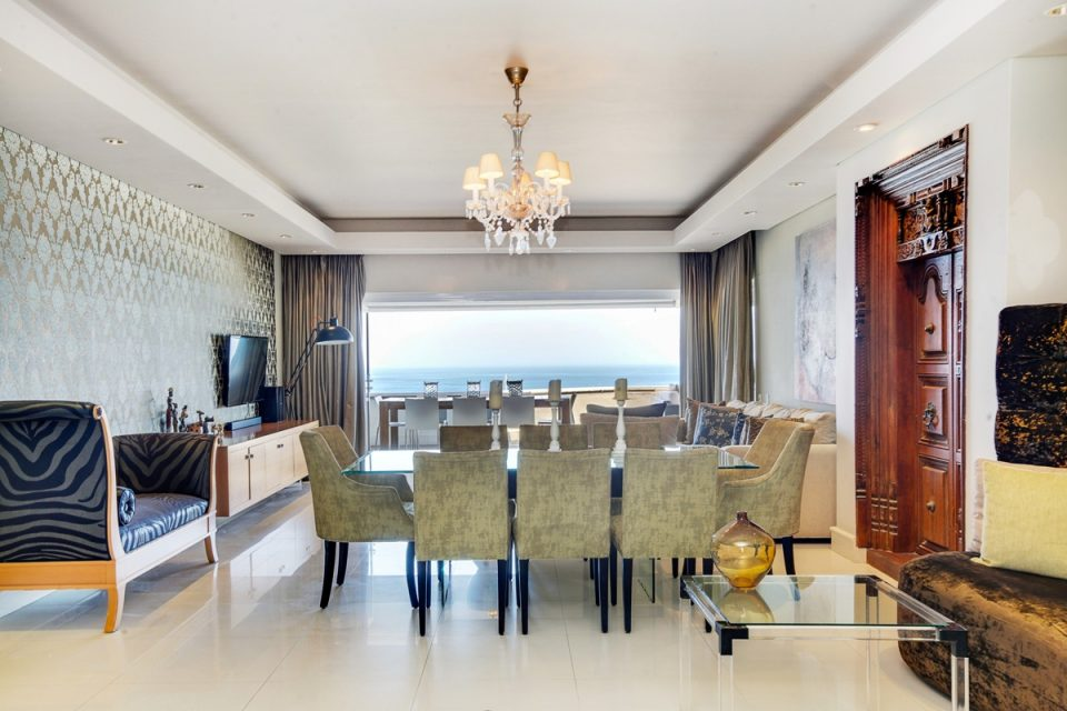Rhapsody - Dining area & view