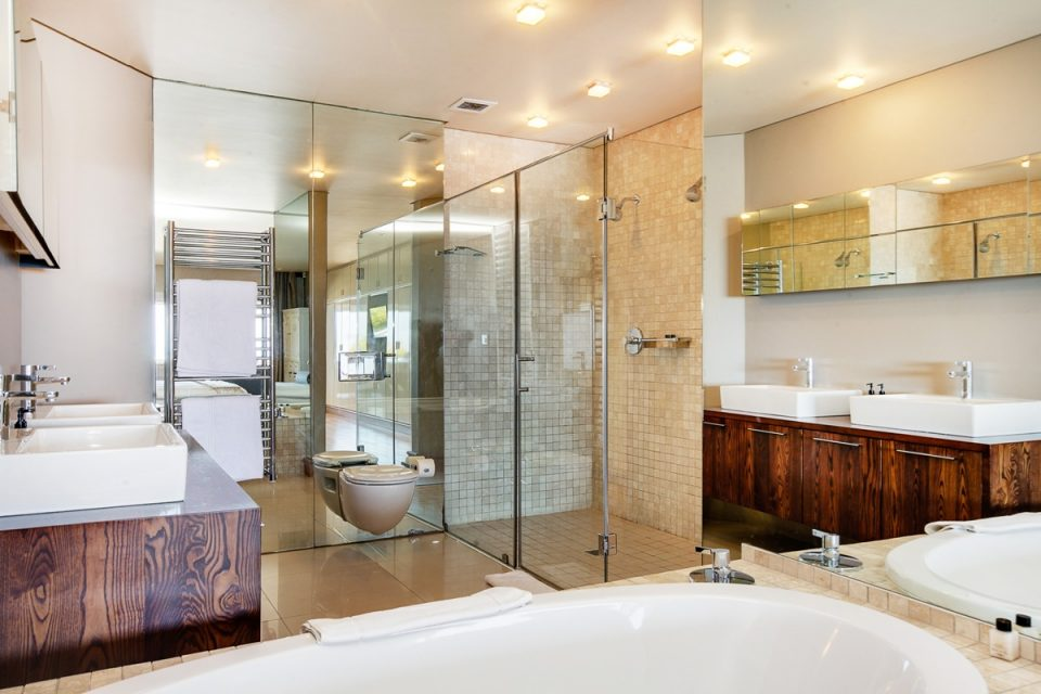 Rhapsody - En suite bathroom