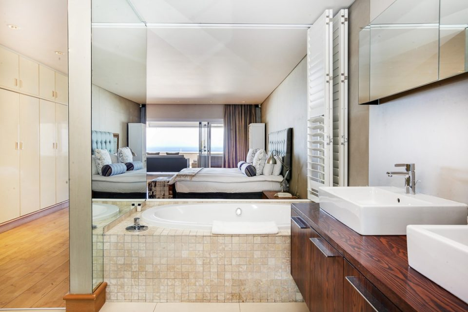 Rhapsody - Master bedroom bathroom
