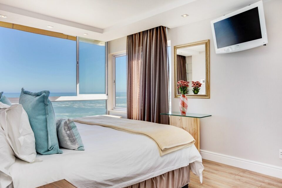Marella - Master bedroom & Sea views