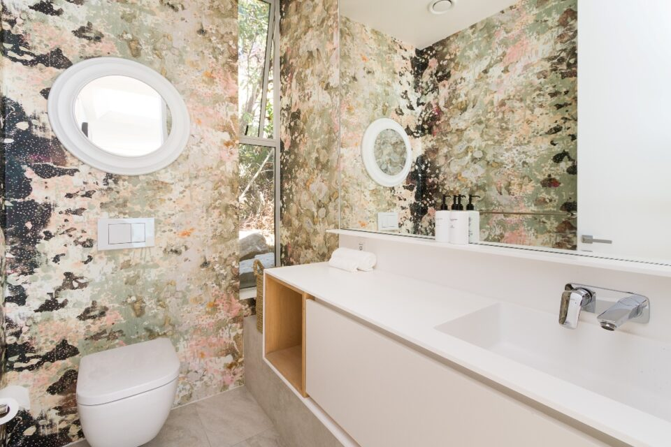 Topaz Ocean View Penthouse - Guest loo