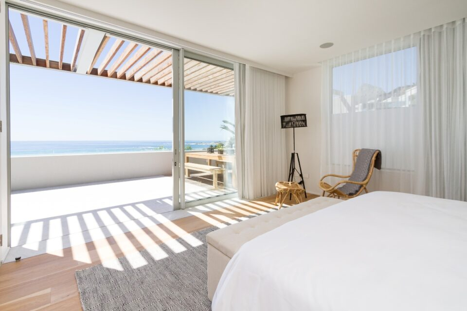Topaz Ocean View Penthouse - Master bedroom with views