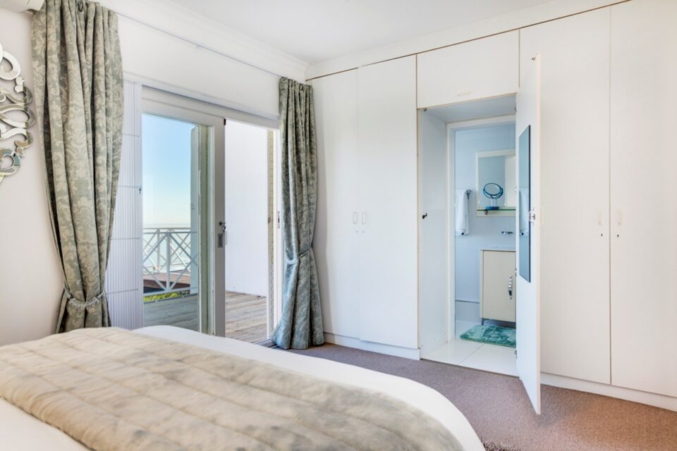 The Kestrel - Master bedroom & En-suite