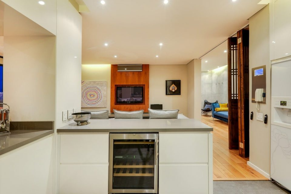 Happy Days View - Kitchen and open-plan living area
