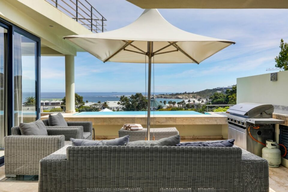 17 Geneva Drive - Outdoor seating and Views