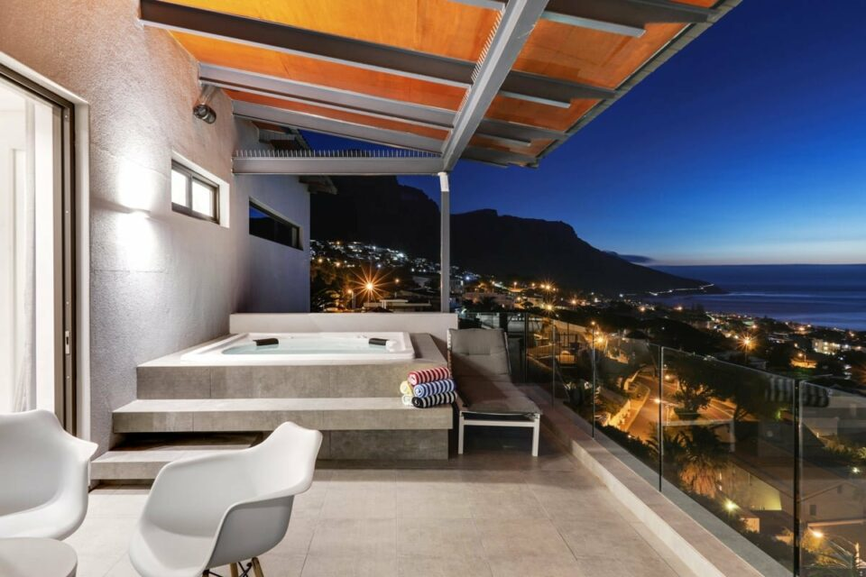 Skyline Views - Balcony with jacuzzi