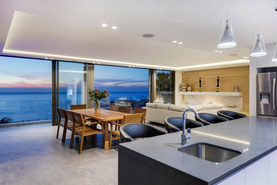 Skyline Views - Open plan living