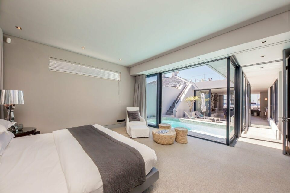 Loader Penthouse - Main bedroom
