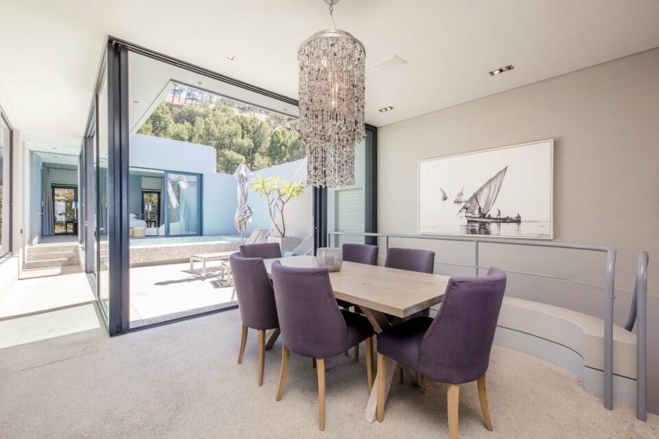 Loader Villa - Open plan dining