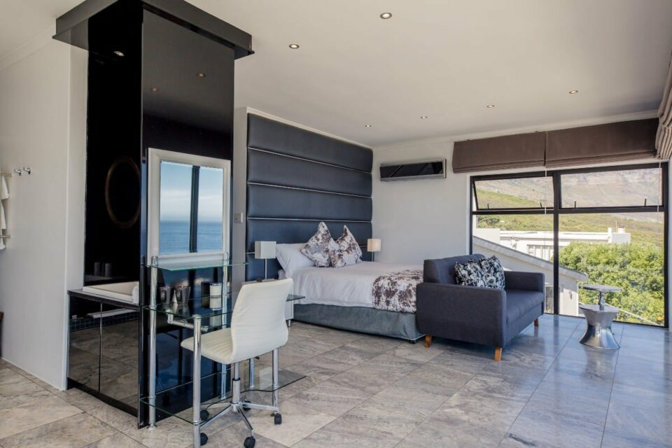 Sunset Views - En-suite Bedroom