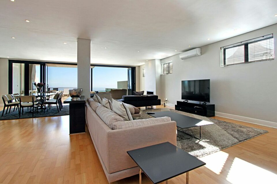 Medburn Views Penthouse - Open Plan