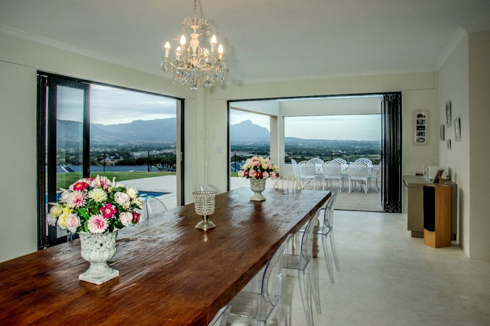 Mountain Side Mansion - Dining area