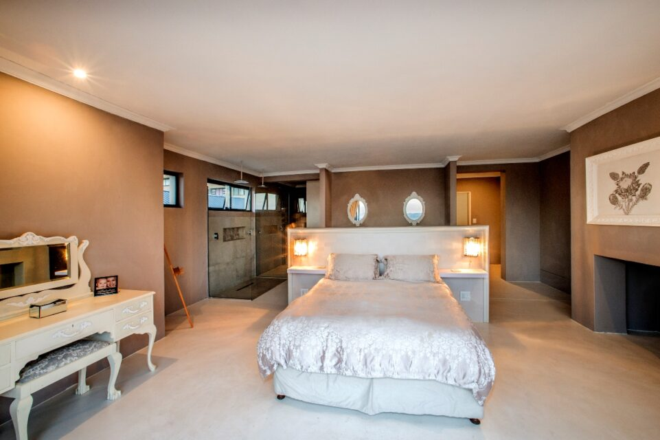 Mountain Side Mansion - Master suite